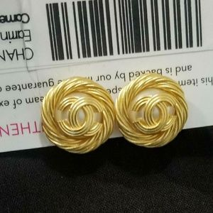Chanel cc pearl clip ons